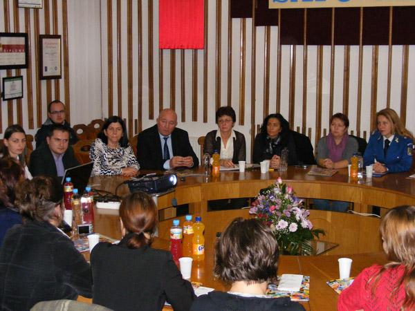 Întâlnire pe tema violenței împotriva femeilor