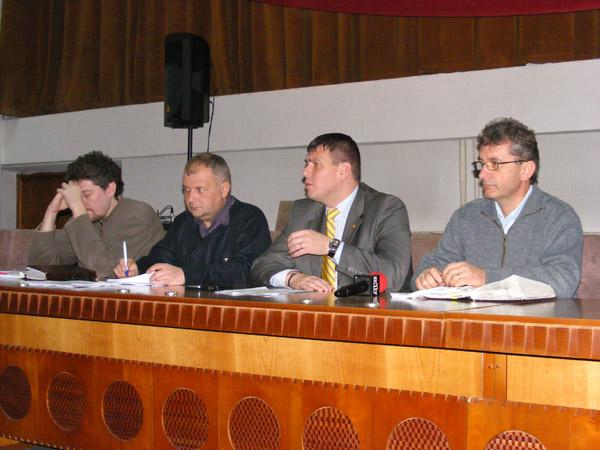 Adrian Ștef s-a întâlnit astăzi cu reprezentanţii transportatorilor de persoane din judeţ