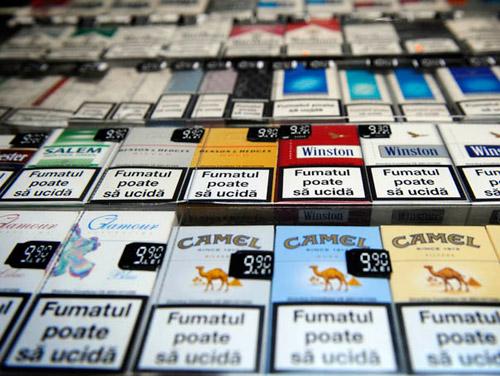 Bruxellesul vrea să modifice pachetele de ţigări şi să interzică mai multe arome