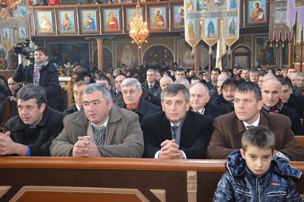 Adrian Ştef a participat la hramul bisericii din Roşiori
