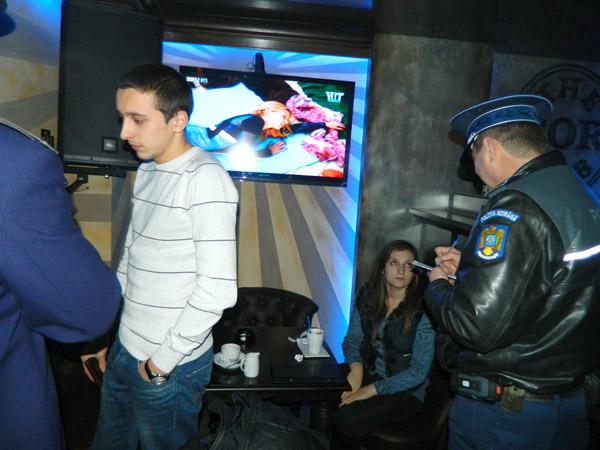 Poliţiştii au căutat chiulangii în barurile din oraș