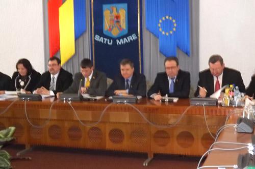 """Consilierii judeţeni cer lămurirea situaţiei Filarmonicii """"Dinu Lipatti"""""""