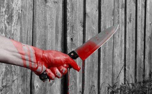 Şi-a tăiat consăteanul cu un cuţit