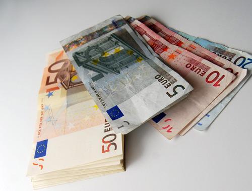 Un sătmărean a dat mită 25.000 de euro pentru a-și angaja fiicele