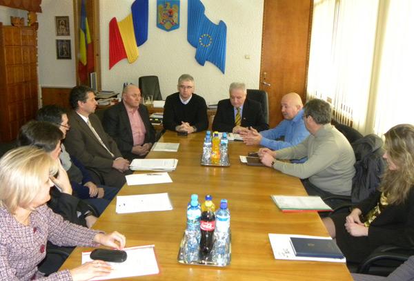 Autorităţile sătmărene s-au întâlnit cu proprietarul hotelului Dacia