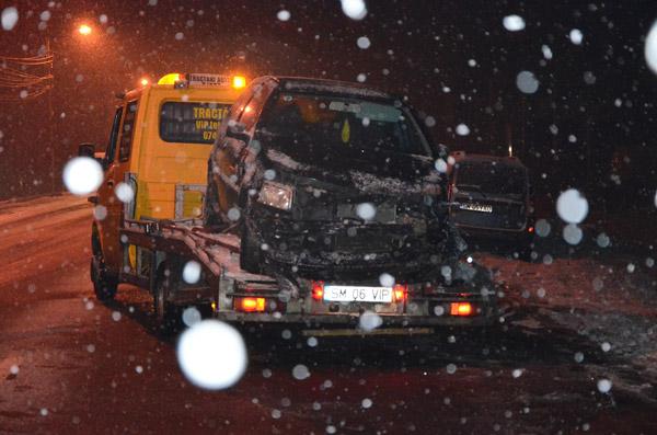 O mașină a intrat în șanț pe B-dul Lucian Blaga din Satu Mare