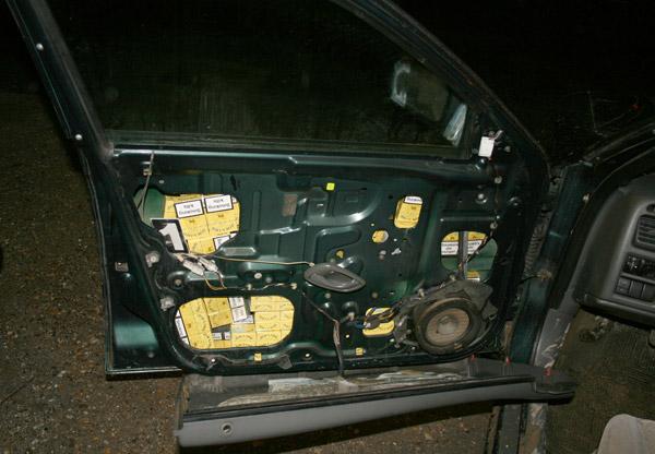 Cum ascunzi 1000 de pachete de țigări într-o mașină?