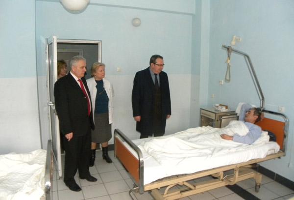 Vizită inopinată la Spitalul Municipal Carei a prefectului Eugeniu Avram şi senatorului Valer Marian