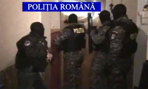 UPDATE: Percheziţii cu mascaţi la Satu Mare (video)