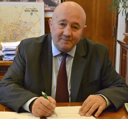 Primarul Dorel Coica se implică în organizarea Olimpiadei Naţionale de Fizică