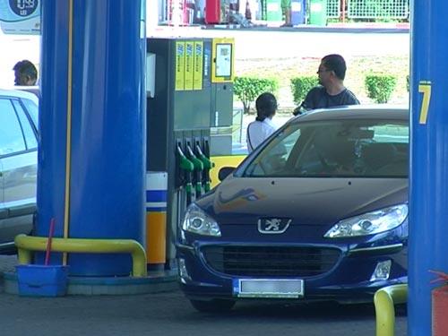 Cresc prețurile la benzină și motorină