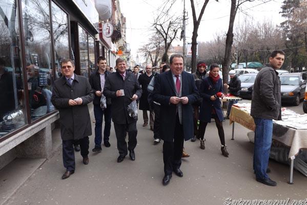 Liderii politici ai USL Satu Mare au oferit astăzi mărţişoare (galerie foto)