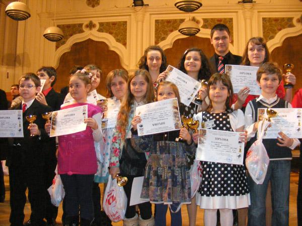 """Rezultate foarte bune pentru pianiştii sătmăreni la Concursul naţional """"Prietenii muzicii"""""""