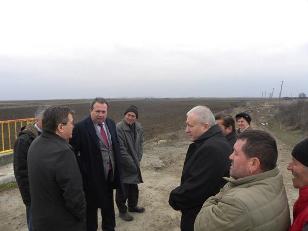 Autorităţile se vor implica în rezolvarea problemelor sătenilor din satul Dacia