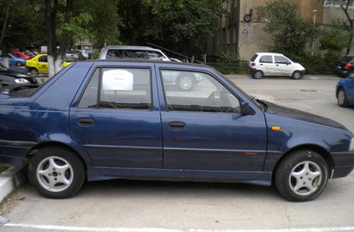 Şoferii maşinilor care au afişate anunţuri de vânzare vor fi amendaţi