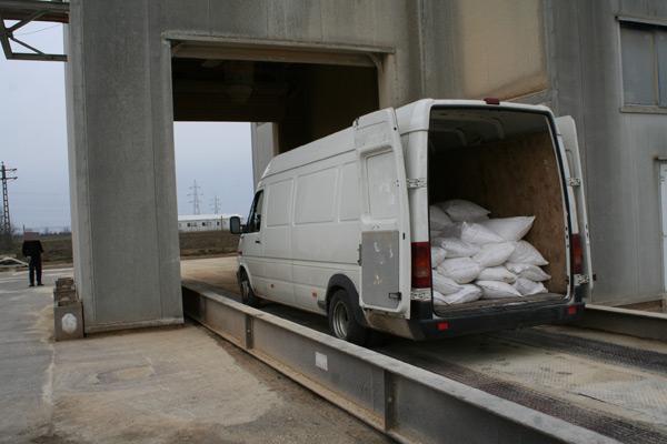 Peste 4 tone de zahăr confiscate