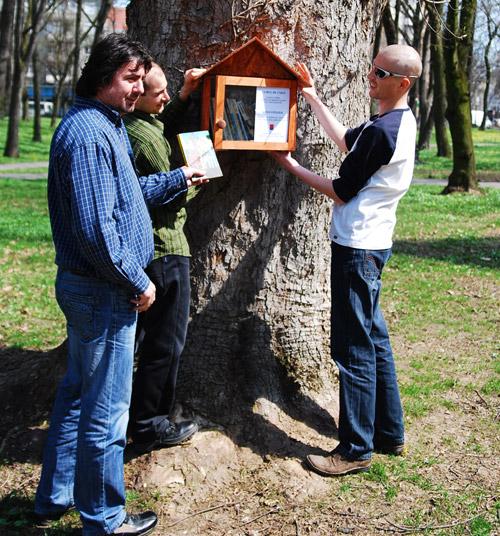 """""""Cuibul de cărţi"""", o campanie de promovare a lecturii în aer liber"""