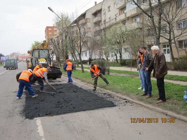 Lucrările de reabilitare a străzilor din Satu Mare continuă în forţă