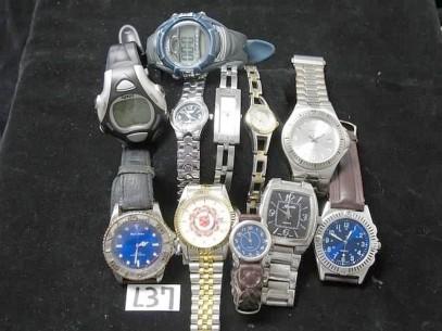 Ceasuri contrafăcute scoase la vânzare la Piaţa de vechituri