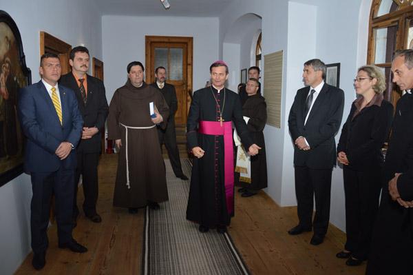 Au fost sfiinţite lucrarile de reabilitare a Mănăstirii Franciscane de la Căpleni