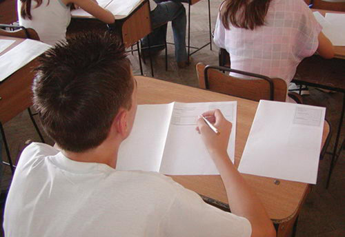 Luni începe Evaluarea Naţională pentru absolvenţii de clasa a VIII-a