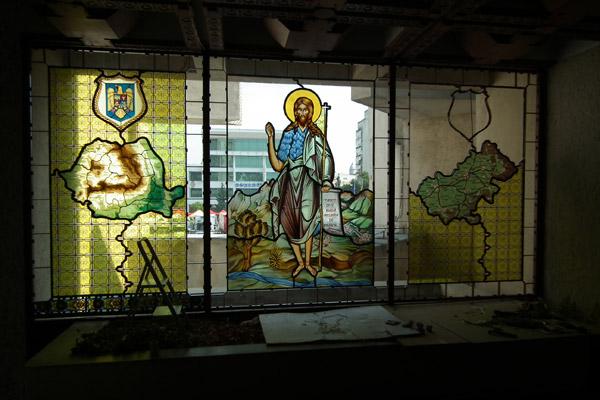 Vitralii cu Sfântul Ioan Botezătorul, în Palatul Administrativ