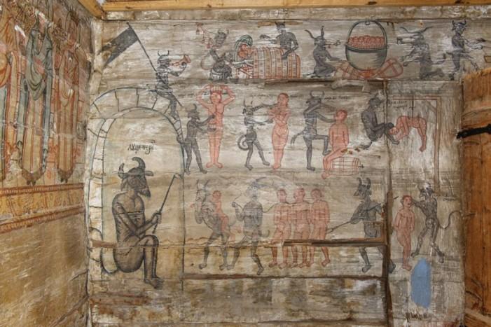 Diavolul pictat în biserica de lemn din Corund
