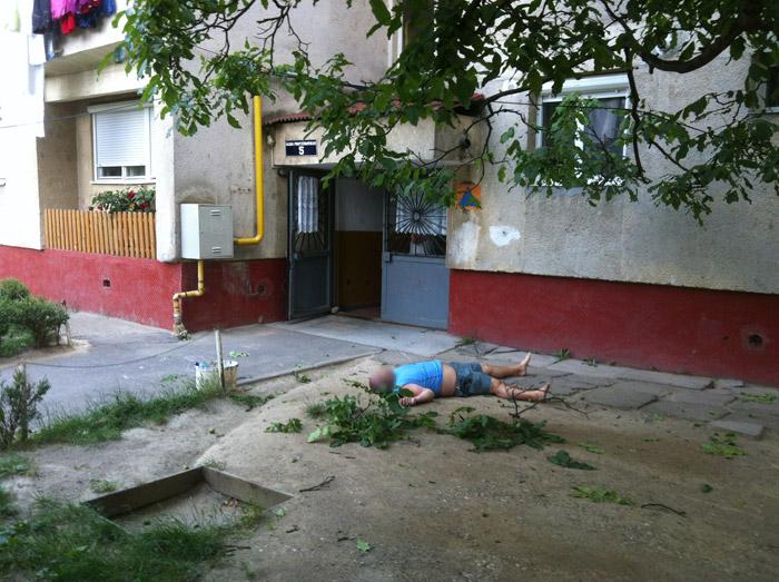 S-a aruncat de la etajul zece(galerie foto)