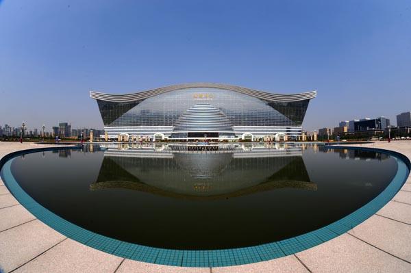 Chinezii au finalizat cea mai mare clădire din lume (galerie foto)