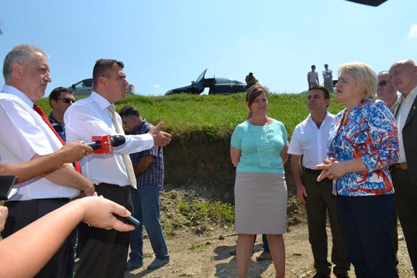 """Ministrul Lucia Varga a """"tăiat și spânzurat"""" la Satu Mare"""