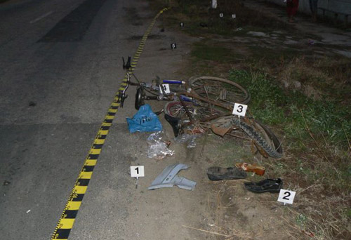 Mort de beat, a intrat cu bicicleta într-un tractor