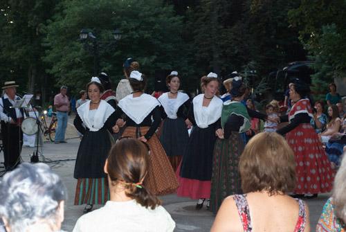 Tradiţiile din Provence prezentate într-un spectacol la Carei