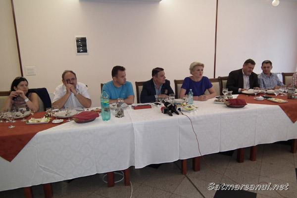 Oamenii de afaceri s-au întâlnit cu politicienii la Valea Măriei