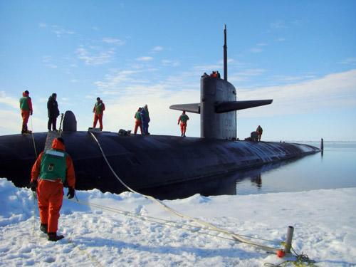 3 august 1958 – Submarinul american atomic Nautilus efectueaza prima traversare in imersiune a Polului Nord