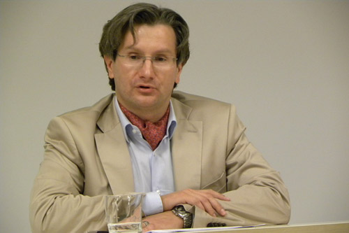 Profesorul român care a descoperit datoria de 19 miliarde de euro a Germaniei către România a fost concediat