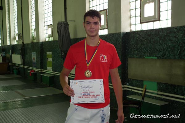 Sătmăreanul Bogdan Dascălu este campion naţional la floretă juniori