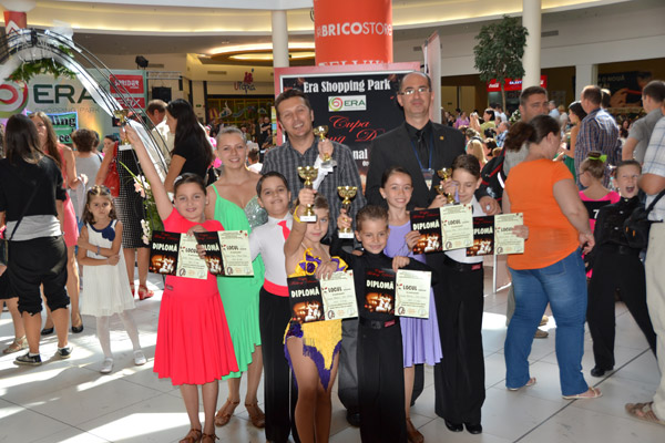 Zece medalii pentru dansatorii de la Royal, la Concursul naţional de la Oradea