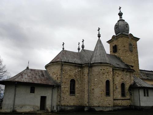 Manăstirea din Bixad stă pe un butoi cu pulbere