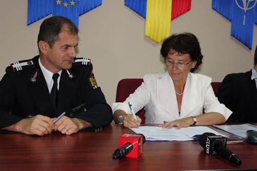Protocol de colaborare semnat între Pompieri şi Caritas Satu Mare