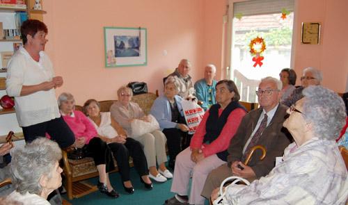 """Vârstnicii de la Centrul de zi """"Speranţa"""" i-au vizitat pe cei de la Căminul de zi """"Sfântul Iacob"""""""