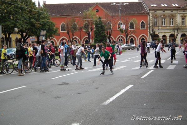 Concursuri sportive şi desene pe asfalt în Centrul Vechi al Sătmarului