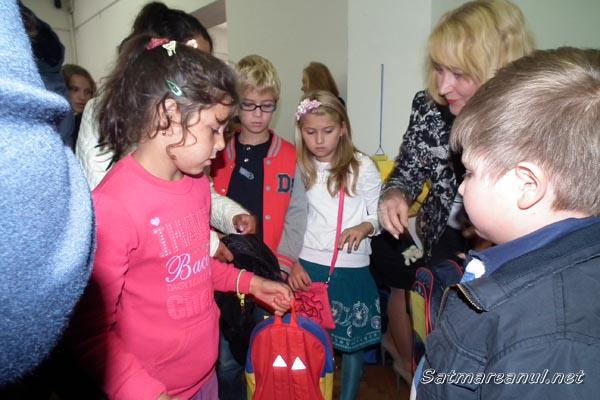 Peste 200 de ghiozdane oferite de PNL Satu Mare copiilor aflaţi în dificultate
