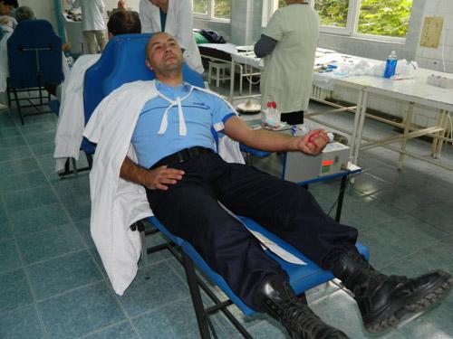 Jandarmii donează sânge