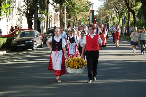 Parada portului popular german, în centrul Sătmarului