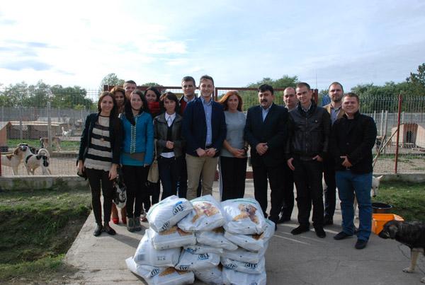 TSD Satu Mare a donat 150 kg de mâncare pentru câinii fără stăpân