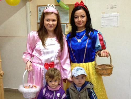 """Copiii de la Grădiniţa """"Voinicelul"""" primiţi de o prinţesă şi de Albă ca Zăpada"""