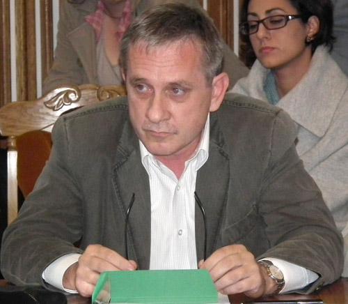 """Centrala termică din curtea Şcolii """"Dr. Vasile Lucaciu"""" riscă să se prăbuşească peste elevi"""