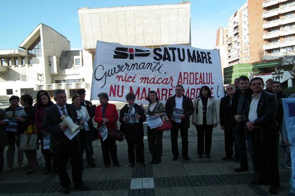 Sindicaliştii din învăţământ au pichetat azi Prefectura Satu Mare