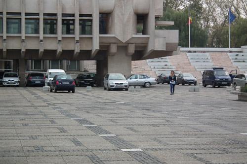 Primarul nu este de acord cu parcarea gratuită pentru consilierii judeţeni