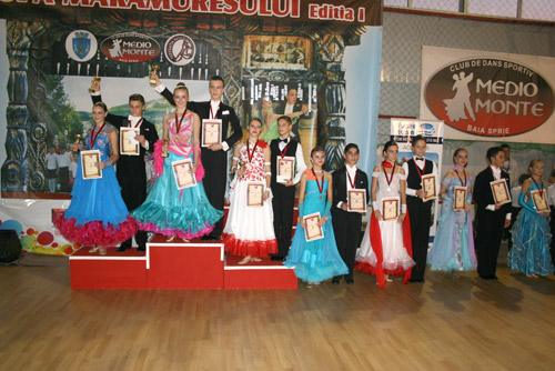 """Ploaie de premii pentru dansatorii de la """"Royal Dance Club"""" Satu Mare"""